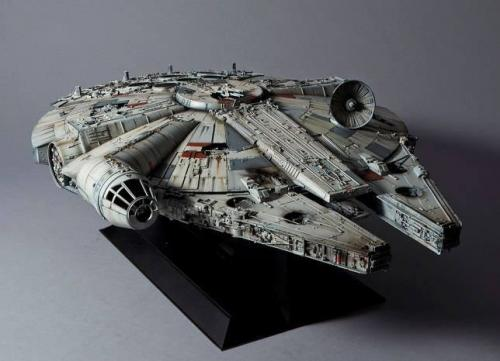 STAR WARS - Millenium Falcon - Model Kit Perfect Grade 48cm