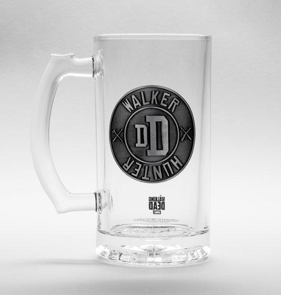 THE WALKING DEAD - Beer Glass 500ml Metal Badge - Walker Hunter_1