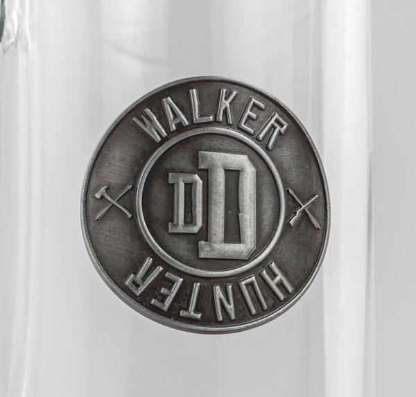THE WALKING DEAD - Beer Glass 500ml Metal Badge - Walker Hunter_2