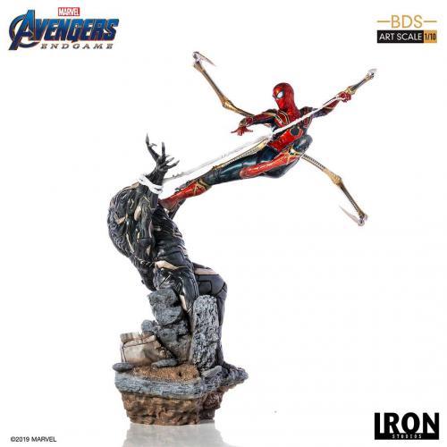 AVENGERS ENDGAME - Iron Spider Vs Outrider Statue - 36cm