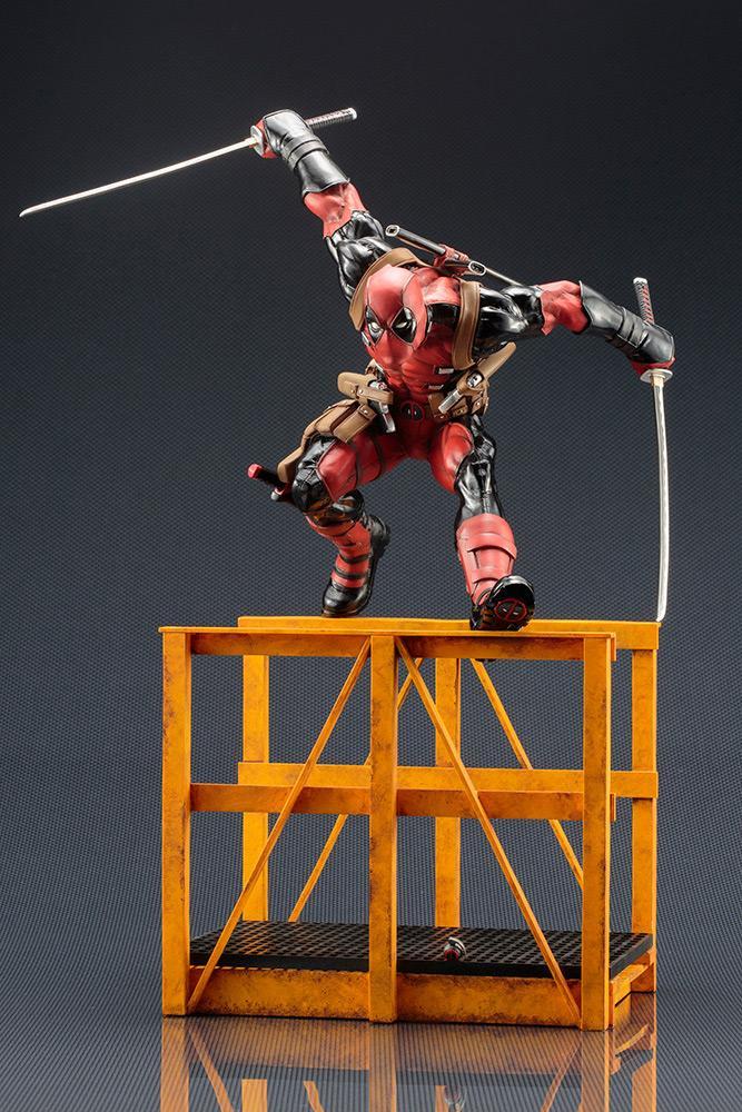 MARVEL NOW - Super Deadpool Statue - 32cm