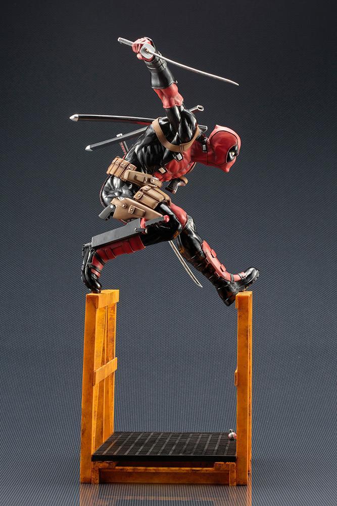 MARVEL NOW - Super Deadpool Statue - 32cm_3