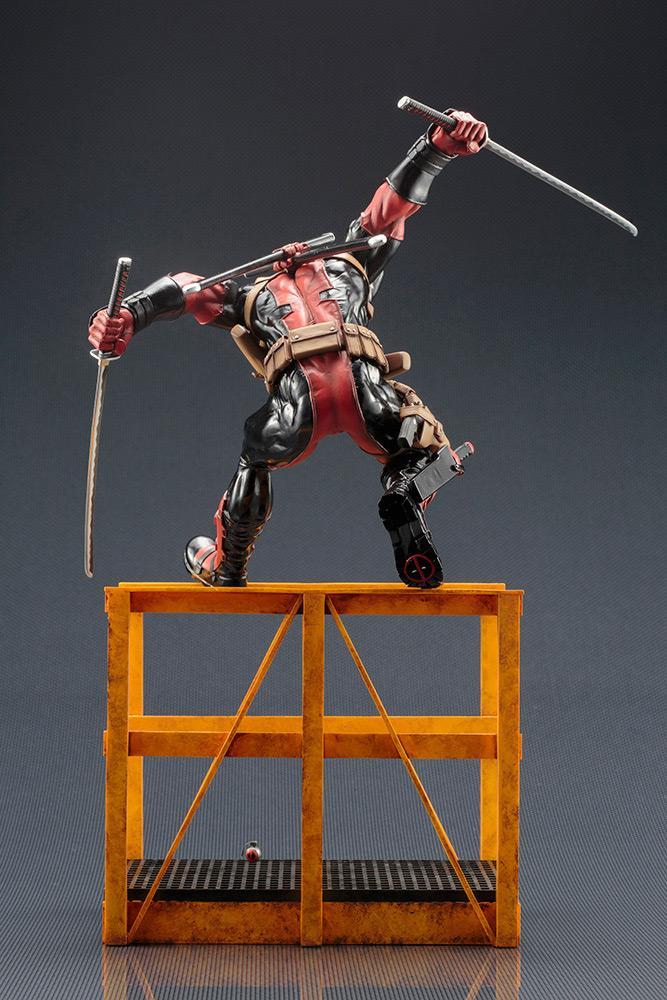 MARVEL NOW - Super Deadpool Statue - 32cm_5