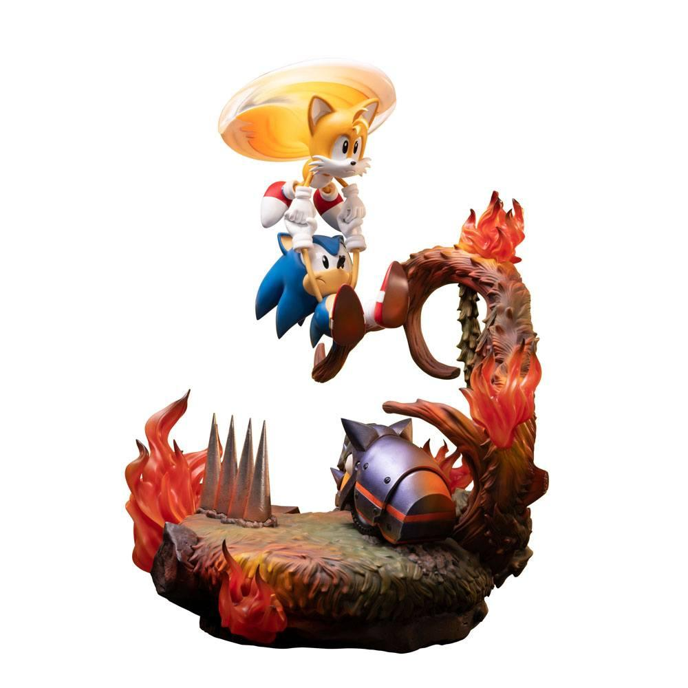 SONIC THE HEDGEHOG - Sonic & Tails Diorama - 51cm